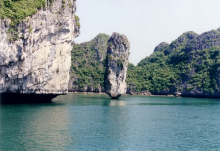 ha-long-bay-limestone