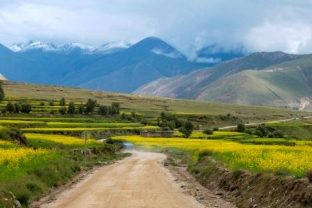 The road to Shigatse